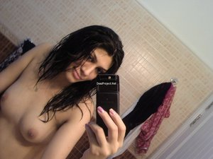 Real Hot Sexy Pakistani Girl Naked